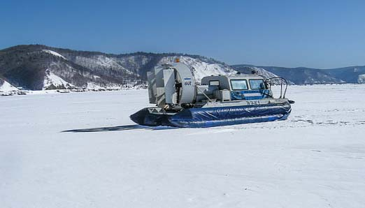 un hydroglisseur sur le Lac Baïkal
